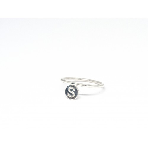 Anello LETTER in argento 925.